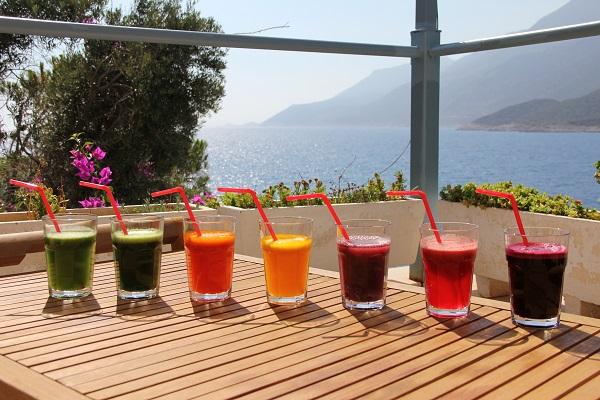 Bij Health Holidays nuttigt u heerlijke versgeperste vruchten- en groentesappen