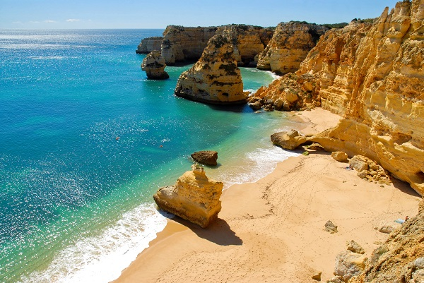 De prachtige kust van de Algarve in Portugal